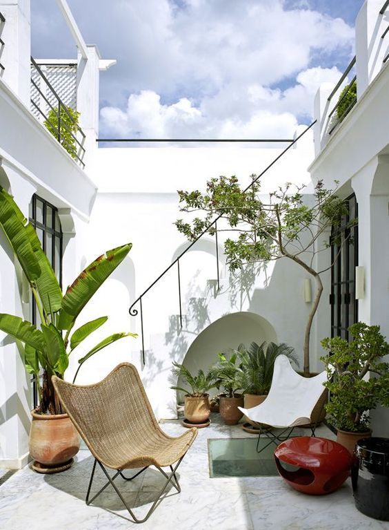 19 Photos Of Simple But Stunning Backyard Designs -  - garden - white natural seating -