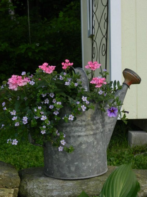 31 Simple Landscaping Ideas How To Decor Your Front Yard -  - garden - Simple Landscaping Idea For Decorating Front Yard front of the house small front yard plants makeover modern porch 5 -