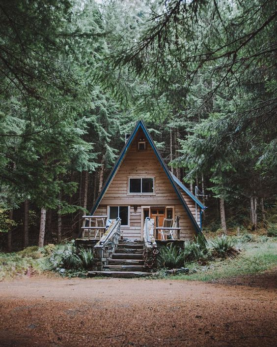 25+ Dreamy & Cozy Cabins You Will Want To Visit This Year -  - architecture - cozy rustic dreamy cabins cottages forest mountains small ideas 11 -