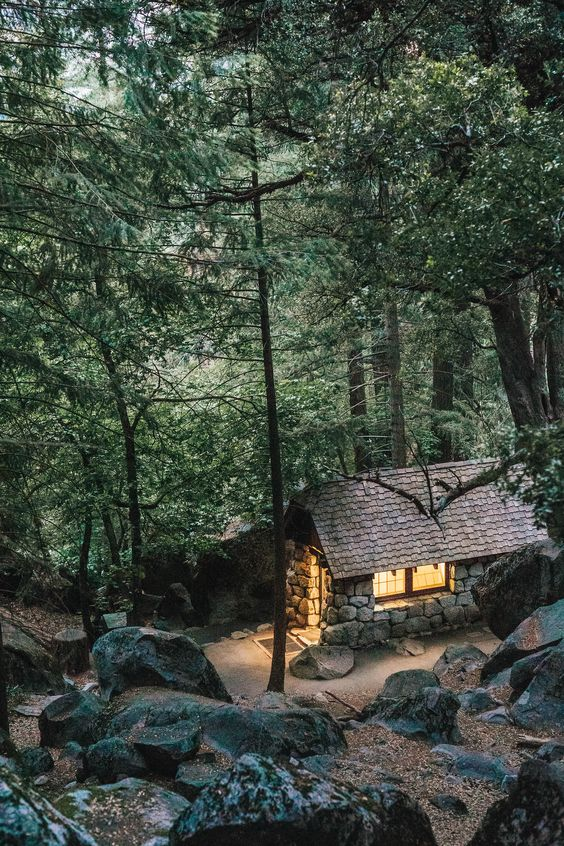 25+ Dreamy & Cozy Cabins You Will Want To Visit This Year -  - architecture - cozy rustic dreamy cabins cottages forest mountains small ideas 16 -