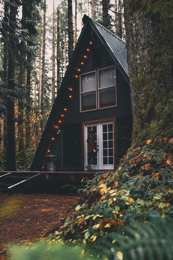 25+ Dreamy & Cozy Cabins You Will Want To Visit This Year -  - architecture - cozy rustic dreamy cabins cottages forest mountains small ideas 17 -
