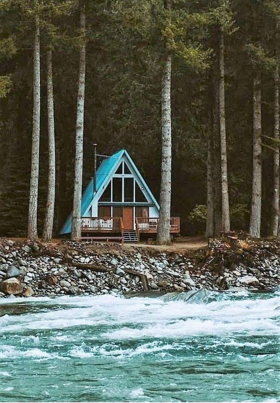 25+ Dreamy & Cozy Cabins You Will Want To Visit This Year